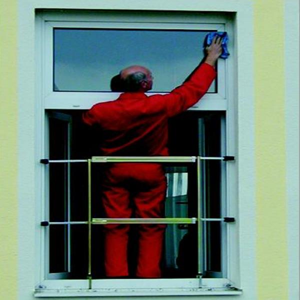 Fenstersicherungsgel nder als absturzsicherung f r fenster for Fenster schnelle lieferung