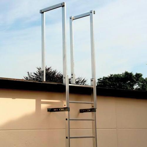 Ortsfeste einzügige Steigleiter ohne Rückenschutz nach EN